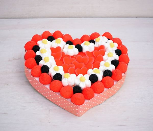 tarta de corazon de chuches
